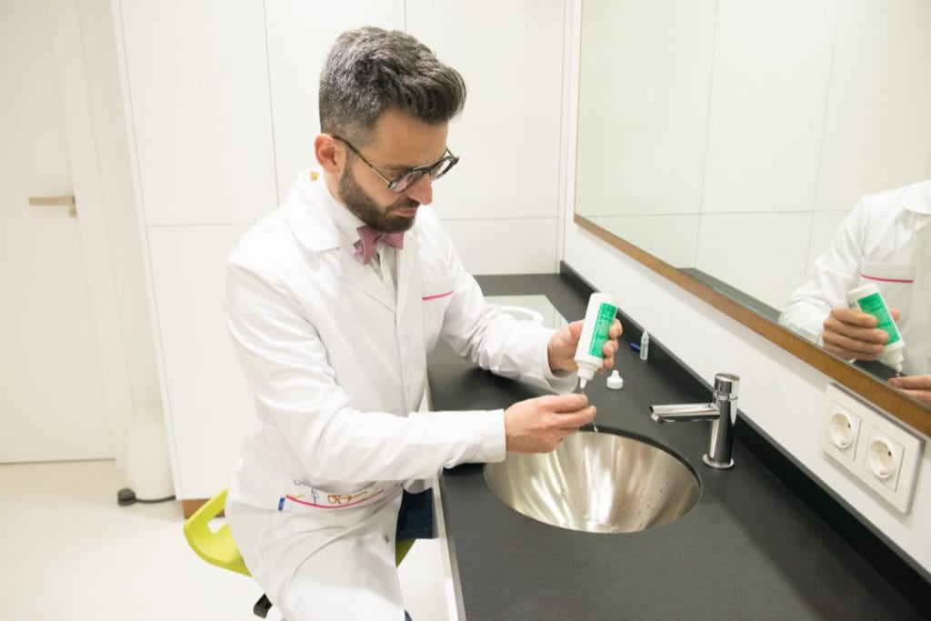 Higiene de las lentes de contacto esclerales
